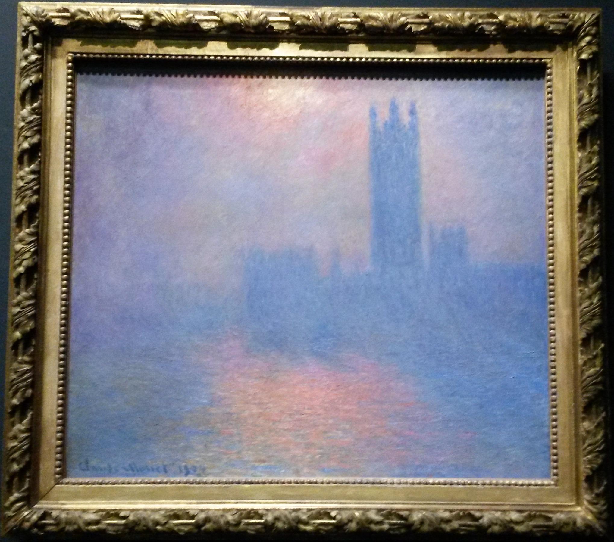 Londres, el Parlamento. Boquete de sol en la niebla