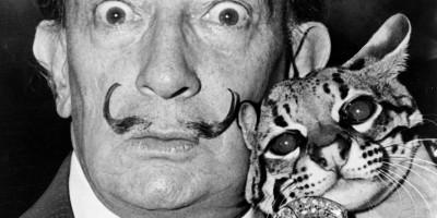 Salvador Dalí avec son ocelot