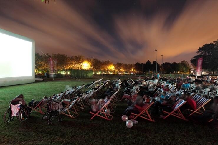 Films en plein air sous le ciel étoilé