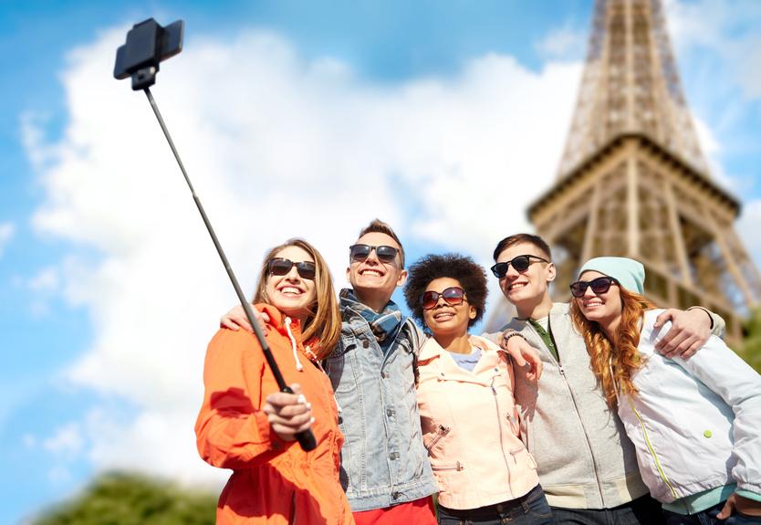 Selfie groupe d'amis Paris Tour Eiffel
