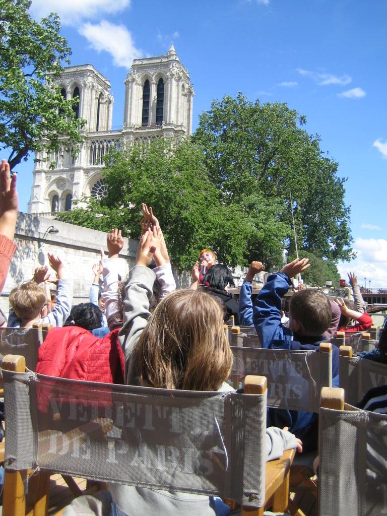 Croisiere des Mystères de Paris - ©vedettes de paris.fr_petunia